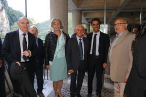 Enzo Giancarli, il primo a sinistra, al Premio Gocce d'Argento per la celebrazione del 45 esimo anniversario della scoperta delle Grotte di Frasassi