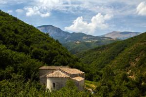 Badia di Sitria e panorama Parco del Monte Cucco ScheggiAcustica2015 PhCristinaCrippi