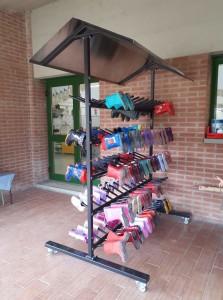 Ortolandia - Porta stivaletti della scuola dell'infanzia Gianni Rodari