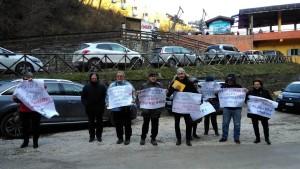 Protesta del Comitato a difesa dell'ospedale Celli di Cagli all'inaugurazione della bidonvia del Catria il 9 febbraio 2019